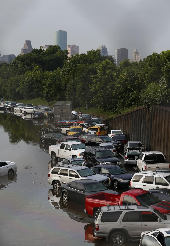 Vehicles stranded I45 in Houston, Texas