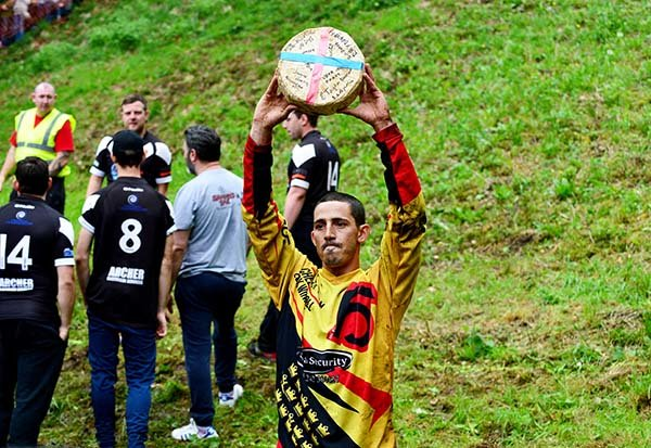 Cheese-rolling-champion-Chris-Anderson-1345776