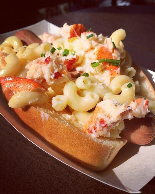 Disney-Hot-Dog-Lobster-Mac-Cheese