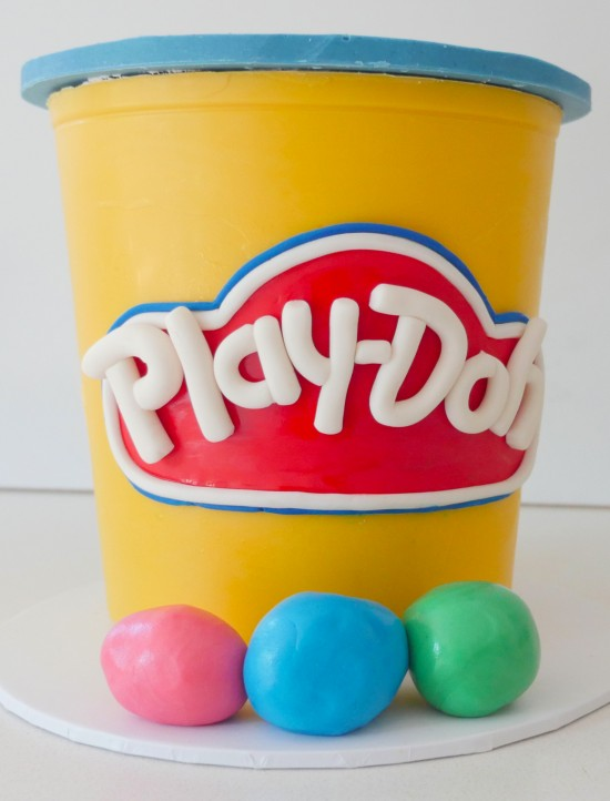 play-doh-cake-video-550x722