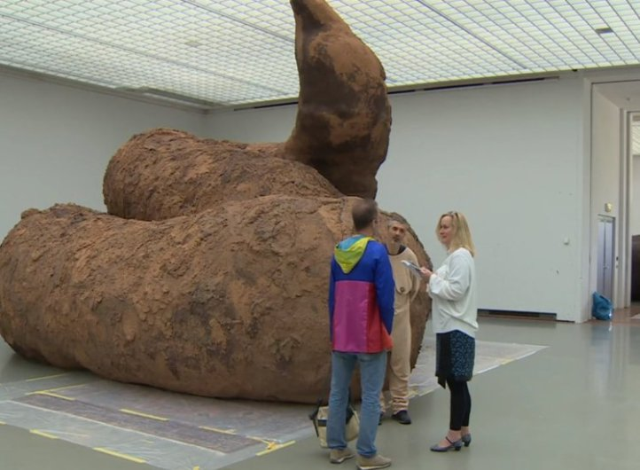 Bizarre Poop Artwork On Show In Museum